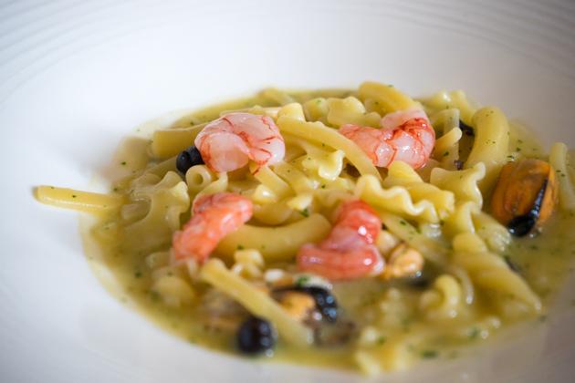 PASTA MARITATA(玛格丽特塔意大利面,意大利面配牡蛎、黑鹰嘴豆、红虾和鳀鱼酱(COLATURA DI ALICI))