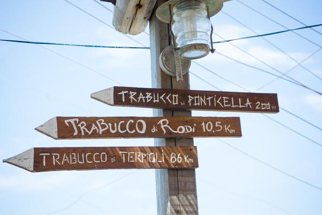 指向去往另外一个Trabucchi的路