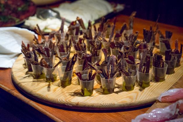 MUSCISCA(一种拥有古老历史的菜式,用山羊凝乳配盐、辣椒、野茴香和大蒜制成,是典型的加尔加诺菜式)